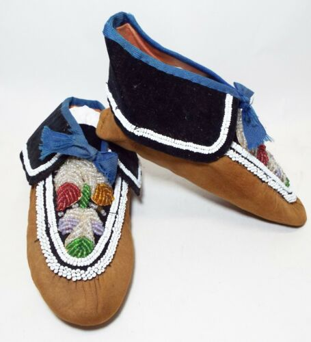 Pair of Antique NATIVE AMERICAN Indian Leather & Beaded MOCCASINS Leaf Design