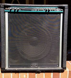 Peavey USA TNT 200 watt bass amp