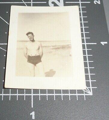 Muscle Beefcake Man SWIMSUIT TINY MINI Vintage Gay Int Snapshot PHOTO  - Mini Muscle Man