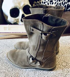 GREAT PAIR OF BRAND NEW GENUINE SUEDE BOOTS