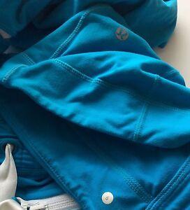 Lululemon Full Zipper Sweater Blue Size 6 (Fits Like A 4) Cambridge Kitchener Area image 4