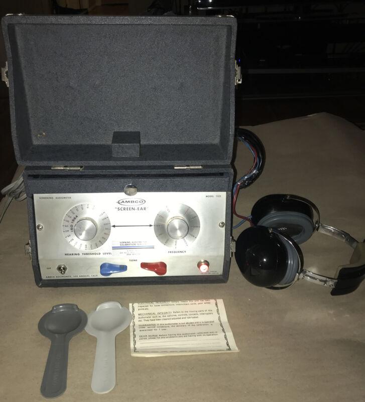 Vintage AMBCO 1122-F DIAGNOSTIC AUDIOMETER PORTABLE EAR HEARING TESTER: WORKS