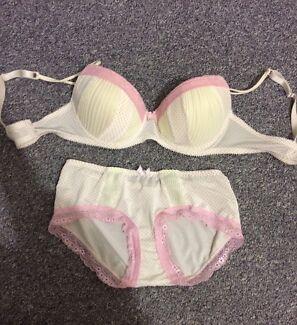 Woman's underwear Gaythorne Brisbane North West Preview