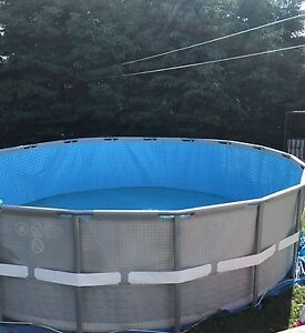 "Piscine intex ultra-frame 18'x52"" sel ou chlore neuve"