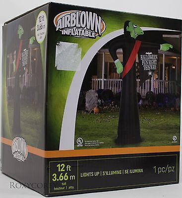 Gemmy 12 ft Vampire with Halloween Fun Right This Way Sign Airblown Inflatable