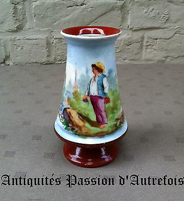 B20150390 - Superbe petit vase de 14 cm en porcelaine - Très bon état