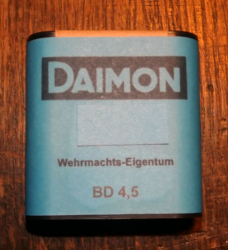 GERMANY WEHRMACHT 4.5 Volt Flashlight / Lamp / Torch Battery DAIMON - repro (d)