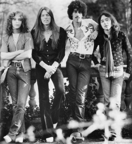"""🎼very cool THIN LIZZY -Phil Lynott rare 8x10"""" photo!!! 🎶"""