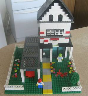 Lego two story house with garage. Safety Bay Rockingham Area Preview