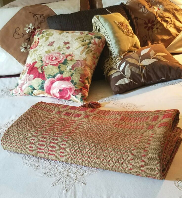 GREAT ANTIQUE COVERLET OLD HOME SPUN 86 x 78 inches