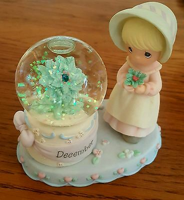 BEAUTIFUL PRECIOUS MOMENTS SNOWGLOBE WITH SPARKLING SNOW (DECEMBER)