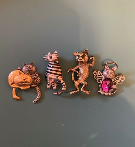 Lot of 4 vintage cat brooches/pins, costume jewelry