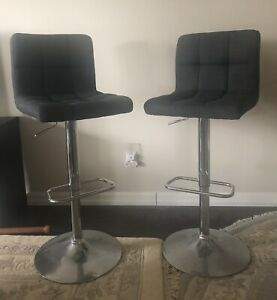 2 Bar Chairs (swivel)