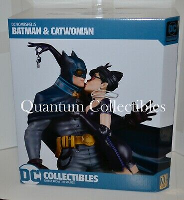 DC Comics Bombshells Batman and Catwoman Deluxe Statue Kiss - Catwoman Batman