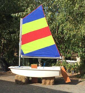 Sail boat optimist dinghy