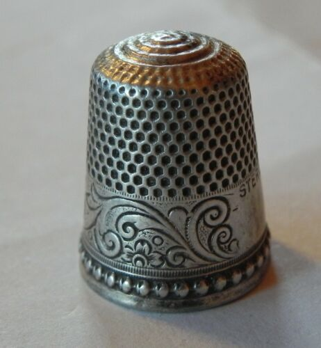 Antique Sterling Silver Thimble Scrolling Acanthus Leaves  C1890s