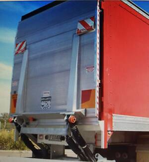 TAILGATE 3 TONNE NEAR NEW    -PRICE INCLUDES FITTING CHARGES