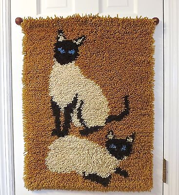 Vintage Finished Latch Hook Yarn Hanging Wall Art Rug Siamese Cats Kittens 26x20