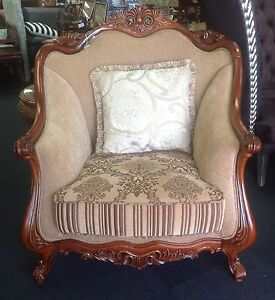Italian extra large chair - AS NEW Ashmore Gold Coast City Preview
