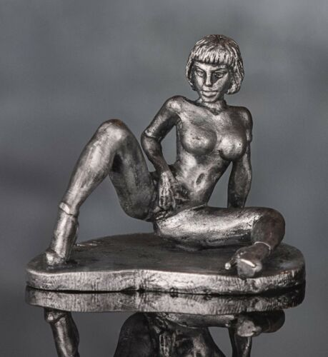 1/30 Naked Girl Sitting Tin Metal Soldier Erotic Woman Figure 50x35 mm 18+