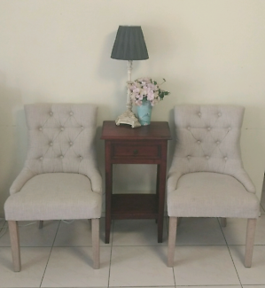 Beautiful side table / sofa table