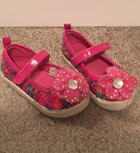 Pink sequin shoes with flower