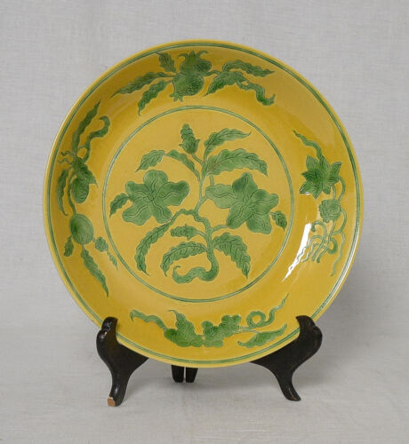 Chinese  Yellow and Green  Glaze  Porcelain  Plate  With  Mark      M2771