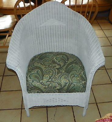 White Wicker Armchair / Chair  (AC77) ()