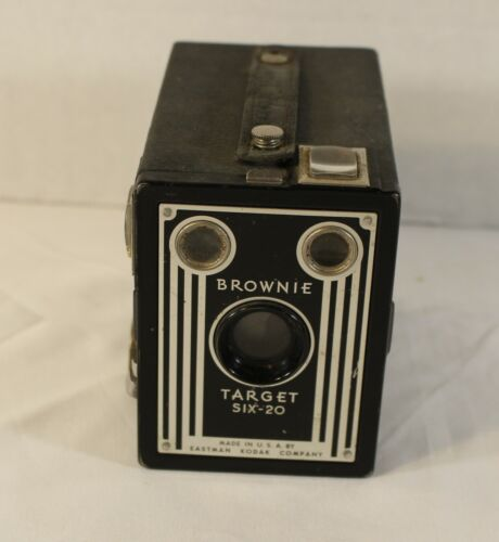 VINTAGE 1940s ERA KODAK BROWNIE TARGET SIX 20 CAMERA / NOT TESTED / MADE IN USA!