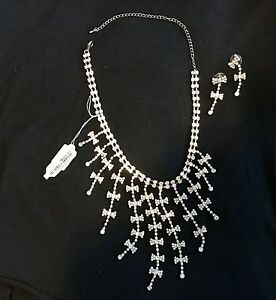 Brand new sparkly necklace and earrings set Kingston Kingston Area image 2