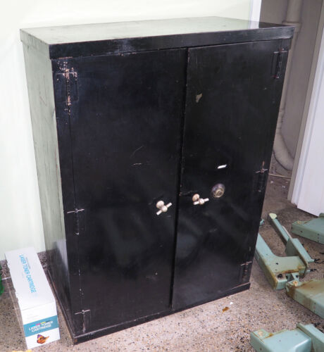 Vintage Antique Safe The General Fireproofing Company W/Yale Combination Lock