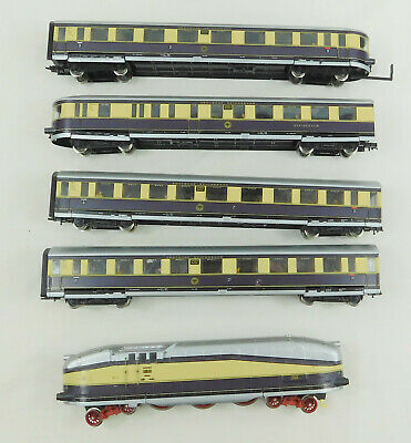 Rivarossi 10339 Henschel-Wegmann streamlined 4-6-4T + 4 coaches