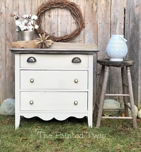 Antique chest/dresser