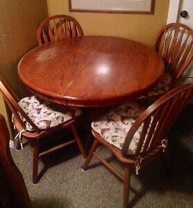 Solid oak dining table with 5 curve back chair