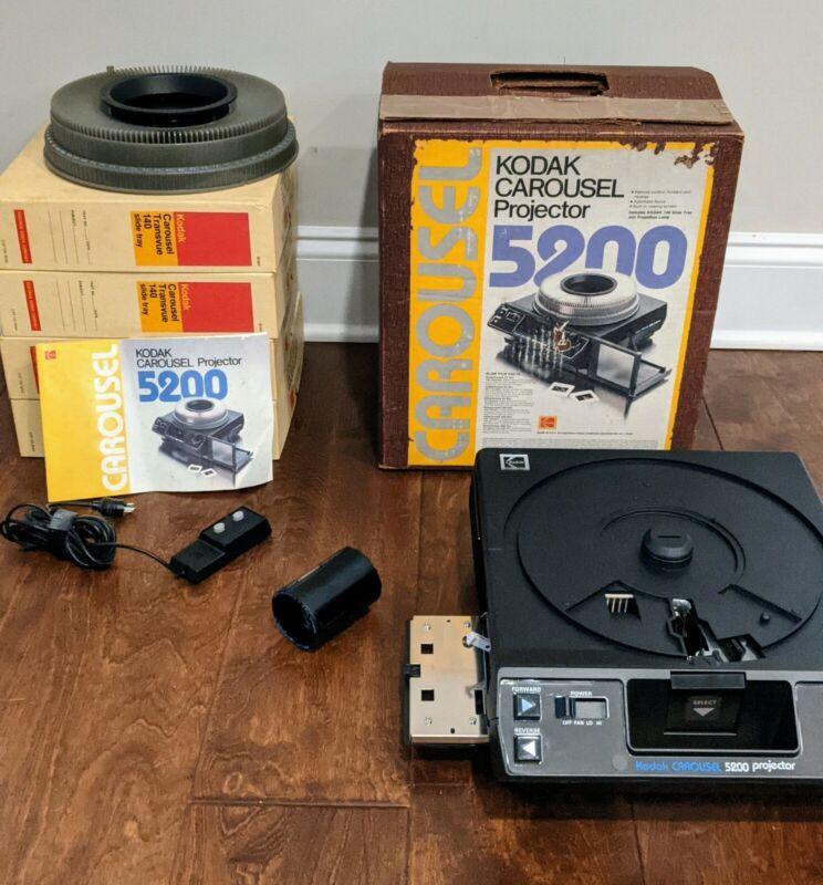 KODAK 5200 CAROUSEL 140 Slide Tray Projector w/ Lens Remote SLIDE TRAY LOT Box