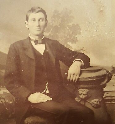 HEY GOOGLE VICTORIAN BLUE EYES HANDSOME AMERICAN FASHION YOUNG MAN TINTYPE PHOTO