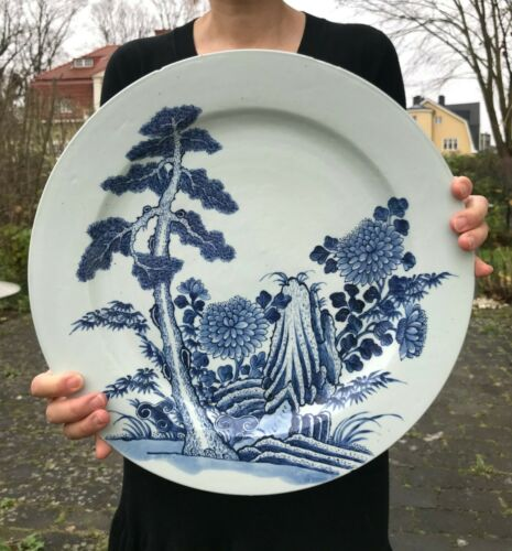 A large chinese charger in blue and white Yongzheng/Qianlong 38cm / 15 Inch