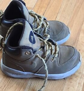 GUC Size 9T Nike Hiking Boots
