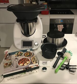 Thermomix TM5 As New! Includes cookbooks, chips and thermoserver!