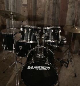 Drum batterie avec cymbales  ( sortie 39,aut 15 )