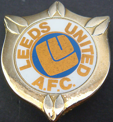 LEEDS UNITED Vintage insert badge Maker COFFER London Brooch pin 31mm x 37mm