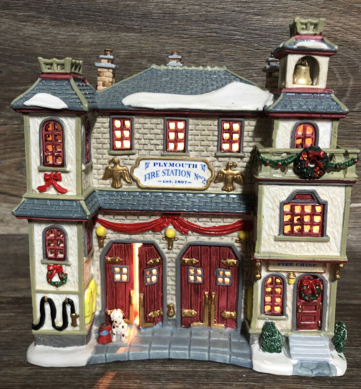 RARE Lemax Enchanted Forest Lighted Plymouth Fire Station 2002 READ