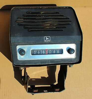 Vintage John Deere Farm Tractor Radio For Parts Or Repair - Antique Radio 12 V.