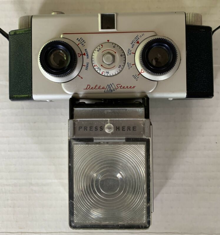 Vintage  DELTA STEREO CAMERA  by Lennor Engineering, Chicago 1955 w/ Case, Flash