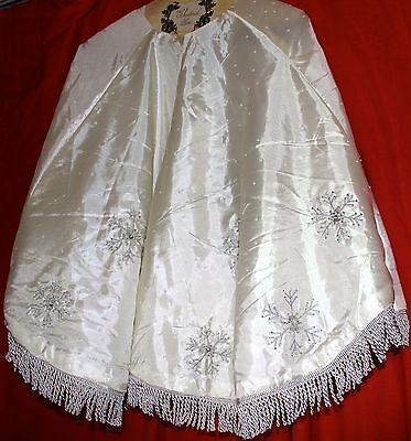 WHITE CHRISTMAS TREE SKIRT SILVER BEADED SEQUIN SNOWFLAKES LINED TREE SKIRT NEW Beaded Christmas Tree Skirt