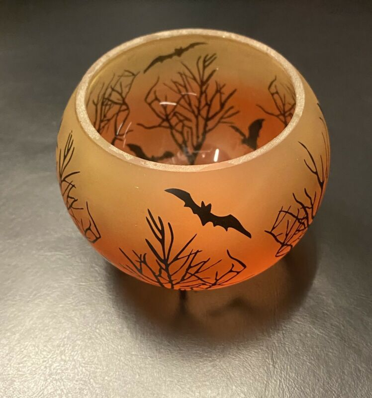 NWT Yankee Candle Halloween Round Tealight Holder