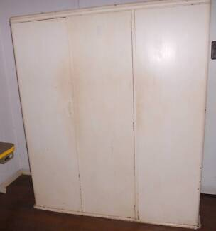 ANTIQUE SILKY OAK WARDROBE Paradise Point Gold Coast North Preview