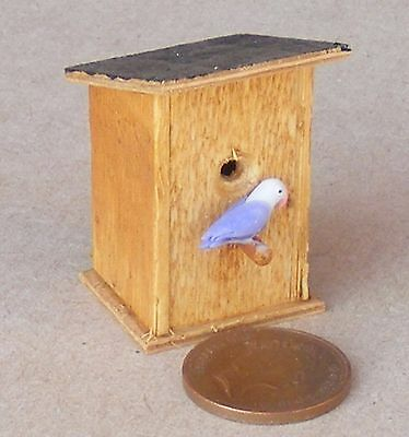 1:12 Scale Dolls House Plain Wooden Garden Nesting Box With A Sloping Top + Bird