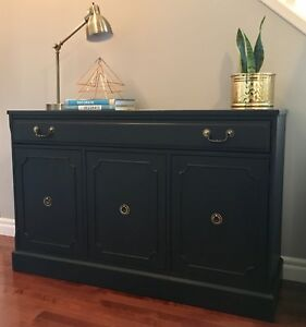 Stunning Vintage Buffet/Sideboard/Credenza
