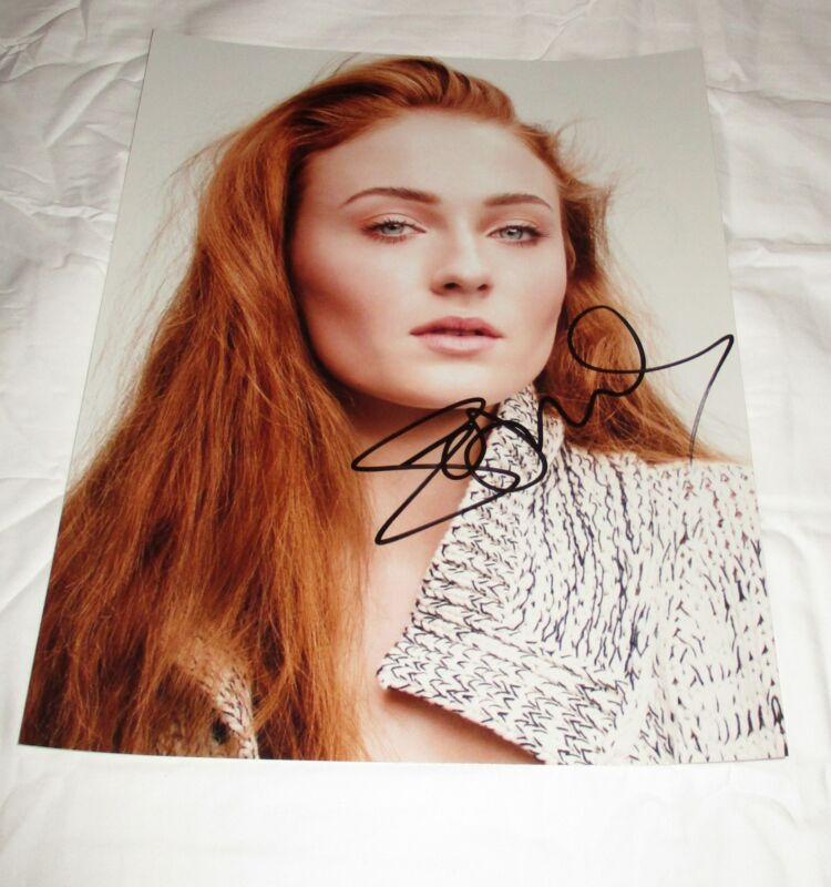 SOPHIE TURNER SIGNED 11X14 PHOTO 4